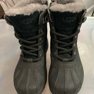 Gently worn Ugg weather (Unisex Kids boot size 10)